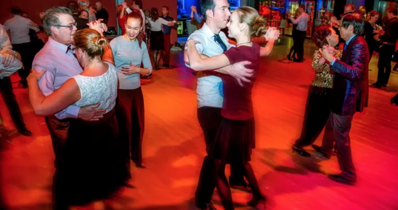 Paar uit Almelo Nederlands kampioen ballroomdansen